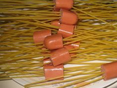 a fun spaghetti hotdog dinner made to look like mini octopus ! fun and clever ! Sausage Spaghetti, Cooking Spaghetti, Dog Recipes, Sausage Recipes, Online Home Design, Home Design Magazines, Creative Food, Kids Meals, Favorite Recipes