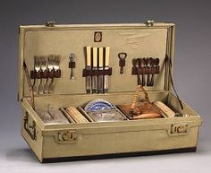 Vintage  picnic  set.