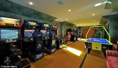 nicely put together arcade room