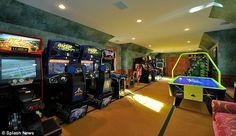 nicely put together arcade room