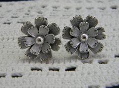 Vintage Lisner signed silver tone flower clip by VogelHausVintage, $12.00 #vintage #Lisner #flower