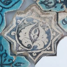 Karatay Medrese, Konya : Single Tile Motifs with Cross Tiles – Haç Karo ile Tek Karo Motifleri-Leaf Designs - Yaprak Motifi