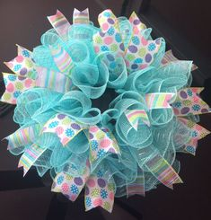 Easter Egg Mesh Wreath - How to Nest for Less™ Easter Wreaths, Holiday Wreaths, Spring Wreaths, Wreath Crafts, Diy Wreath, Easter Crafts For Toddlers, Mesh Ribbon Wreaths, Diy Easter Decorations, Candle Centerpieces