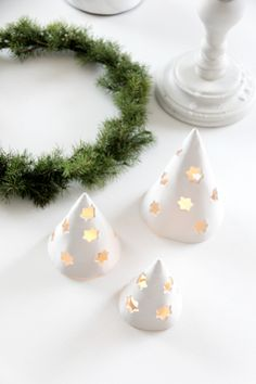 ...dekorace! Přeji krásné, mrazivé úterý! Máme šest týdnů do Vánoc, tak je nejvyšší čas začít :-). Magický úplněk nezk...