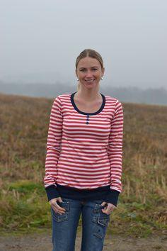 Pruhované tričko Pruhované tričko s koflíkama. Materiál 100% bavlna, velikost M. Délka trička 68 cm, délka rukvů 68 cm.