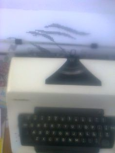 Empiezoo con mi dibujo , es mi nueva maquina de escribir ... pueden ver mas de mi trabajo en mi blog ....http://dibujoshechosamaquinadeescribir.blogspot.mx/