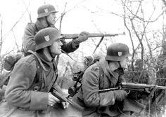 """Panzerpinp: """"Uma tropa de reconhecimento de voluntários croatas na Rússia"""""""