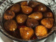 Jobb oldalt a kandírozott eper, mellette az aszalt gyümölcsök, mögöttük a kandírozott füge - mindet Édesapám készítette     Az aszalt és k...