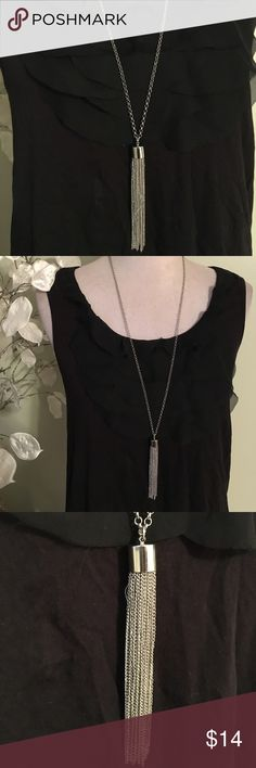 LONG SILVER NECKLACE Beautiful necklace in perfect condition Jewelry Necklaces