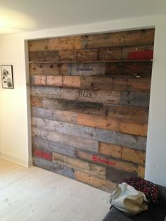 Wall made out of pallet sides