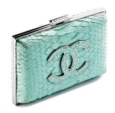 The things I would do with this Tiffany blue/aqua Chanel clutch! Chanel Clutch, Chanel Handbags, Purses And Handbags, Chanel Bags, Designer Handbags, Clutch Bags, Azul Tiffany, Tiffany Blue, Shoes
