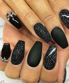 10 Cute and Stunning Black Nail Arts P-9