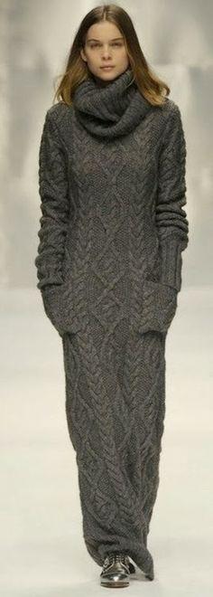 Cool Grey Sweater Maxi Dress--looks so warm! Fashion Moda, Knit Fashion, Look Fashion, Womens Fashion, Fashion Glamour, Dress Fashion, Maxi Robes, Looks Style, Mode Inspiration