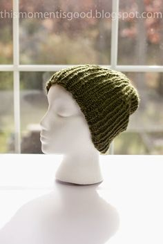 This pattern is for a men's ribbed beanie cap. It is thinner than a ski cap, so it's perfect for fall and early spring! #freeloomknitti...