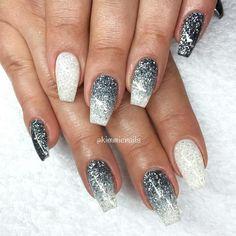"""""""Grey & white sparkly #naglar #nagelkär #nagelteknolog #naglarstockholm…"""