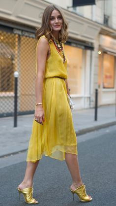 Olivia Palermo Streetstyle in Yellow Dress Fashion Mode, Love Fashion, Autumn Fashion, Fashion Outfits, Reign Fashion, Paris Fashion, Style Fashion, Estilo Olivia Palermo, Olivia Palermo Style