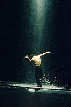 Pina Bausch: Néfes, Rainer Behr, picture from the series Pina Bausch by Ursula Kaufmann, LUMAS Artist ✓ Pina Bausch, Dancers Body, Ballet Dancers, Contemporary Dance, Modern Dance, Ursula, Dance Company, Dancing In The Rain, Dance Art