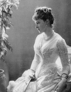 Young Princess Elisabeth of Hesse and by Rhine, later Grand Duchess Elizabeth Feodorovna of Russia, was a German princess of the House of Hesse-Darmstadt, and the wife of Grand Duke Sergei Alexandrovich of Russia. Reine Victoria, Queen Victoria, Romanov Family Execution, Luis Iv, Saint Elizabeth Of Hungary, Elizabeth Ii, Grand Duc, Princesa Real, Hesse