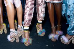 Trendy Ideas For Vintage Outfits Heels London Fashion Weeks, Look Fashion, High Fashion, Womens Fashion, Looks Style, Looks Cool, American Apparel, Fluffy Shoes, Vogue