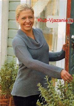 Вязаный серый пуловер спицами