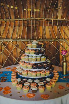 #cupcake  Photography: Lisa Lefringhouse - lisalefringhouse.com  Read More: http://www.stylemepretty.com/little-black-book-blog/2014/12/02/vintage-holly-farm-wedding/