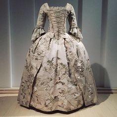 Robe à l'Anglaise   c.1747 #unpackingfashion #robealanglaise #fashion (at Anna Wintour Costume Center)