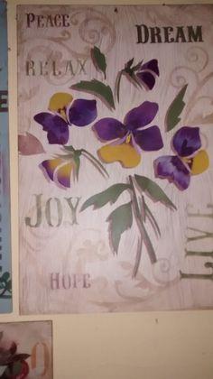 Mayumi Takushi desenvolveu o projeto....Mas, eu tenho uma dificuldade em fazer esta flor, amor perfeito... :(((