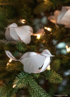These paper Christmas decorations are so versatile that you can make them larger and use one as your tree topper. There is no doubt that this Paper Bird DIY Holiday Decor will soon become a Christmas decoration staple in your home. Paper Christmas Decorations, Paper Ornaments, Bird Ornaments Diy, Paper Christmas Trees, Tree Decorations, Noel Christmas, Christmas Tree Ornaments, Holiday Tree, Christmas Countdown