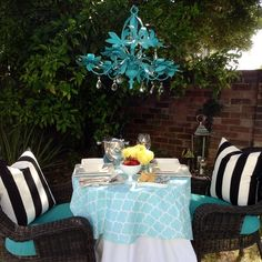 @Elizabeth Rodenberger sure knows how to dine outdoors with style! Decorate your outdoor space this summer with @HomeGoods decor #HomeGoodsHappy
