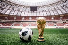 Blog Esportivo do Suíço:  Messi, Kaká, Zidane, Podolski... Astros lançam bola da Copa da Rússia: Telstar 18