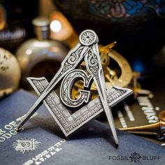 The Masonic symbol of the Master Mason Square and Compasses are universally recognized as the emblem of Freemasonry around the globe. Masonic Art, Masonic Gifts, Masonic Symbols, Masonic Jewelry, Fossil, Masonic Tattoos, Ancient Greek Sculpture, Arte Hip Hop, Personalized Gifts
