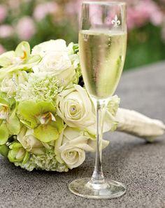 Brautstrauß weiß und grün  Green & White Wedding  Pinterest