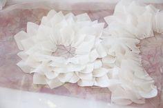 Chanel S/S 15 couture - Aparecen un montón de detalles de flores.