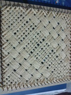Great technique idea for continuous weaving on rectangle loom. Pin Weaving, Inkle Weaving, Card Weaving, Basket Weaving, Weaving Designs, Weaving Projects, Weaving Patterns, Weaving Textiles, Tapestry Weaving