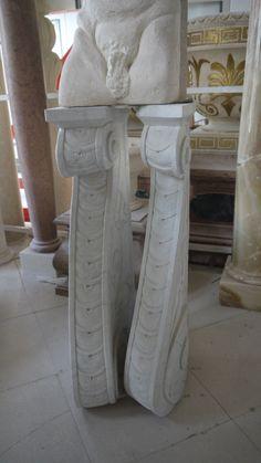 Konsole aus Stein  - http://www.achillegrassi.com/de/project/modiglioni-in-pietra-bianca-di-vicenza/ - Konsole aus weißem Stein von Vicenza Maße:  55cm x 25cm x 126cm (H)