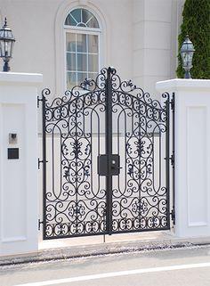 規格型門扉 - ロートアイアン製品|メタルクリエイト Front Gate Design, Door Gate Design, House Front Design, Wrought Iron Garden Gates, Wrought Iron Doors, Single Floor House Design, Luxury Decor, Steel Doors, Exterior Doors