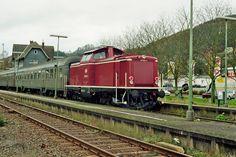 2000.11.01.  Noch einen echte Bundesbahngarnitur in  Bad Laasphe.  die 212-023 mit Silberlingen