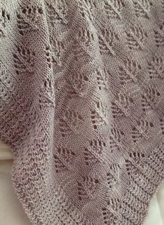 Really like the border stitch but there's no pattern for it.but gives the idea for my other than garter stitch border Lace Knitting Stitches, Lace Knitting Patterns, Knitting Needles, Garter Stitch, Knitted Blankets, Plaid Pattern, Knitting Projects, Handmade Crafts, Knit Crochet