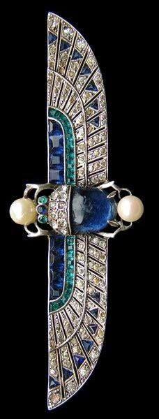 Knoll & Pregizer, Egyptian scarab with motif brooch - Sapphire, emerald, pearl set in white gold, Art Deco Egyptian Revival Bijoux Art Nouveau, Art Nouveau Jewelry, Jewelry Art, Antique Jewelry, Vintage Jewelry, Jewelry Design, Bling Jewelry, High Jewelry, Silver Jewellery