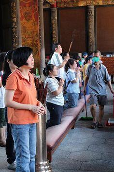 台湾・台北 龍山寺は、地元の人からの厚い信仰