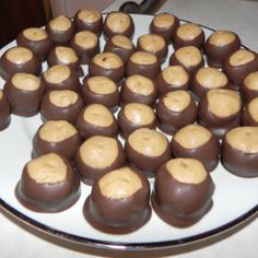 Famous Ohio Buckeyes: put them in the freezer to dry so they're not so creamy This is for a HUGE batch (makes about 12 dozen or 144 candies! Candy Recipes, Sweet Recipes, Cookie Recipes, Dessert Recipes, Desserts, Yummy Treats, Sweet Treats, Yummy Food, Peanut Butter Balls
