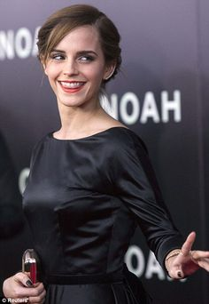 Emma Watson tweets the secrets of her red-carpet makeup look, and reveals what it took to glam her up for the premiere of Noah.