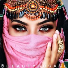 """ ""Beauty Lies in The Eyes of Beholder"" Its Your Own Beauty That Reflects on Me "" Pretty Eyes, Beautiful Eyes, Arabian Eyes, Chica Fantasy, Attractive Eyes, Arabic Makeup, Face Veil, Arab Women, Exotic Beauties"