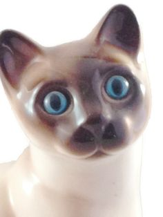 Siamese Cat Figurine with Stunning Blue Eyes by Enesco Designed Giftware, made in Korea #etsy  #aroundio