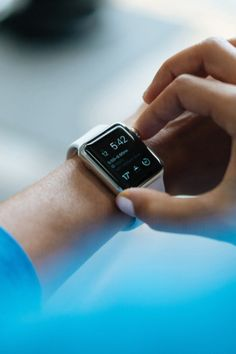 How to Buy a Best Smartwatch or Fitness Tracker Right Now Fitness Tracker, You Fitness, Trainer Fitness, Health Fitness, Smartwatch, Jogging, Best Travel Gadgets, Travel Hacks, Travel Tips