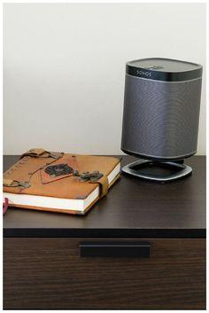 Ensemble Sonos PLAY:1 avec son support Flexson Desk Stand. #Élégence #Performance #Accessoire #Bureau #Sonos http://www.laboutiquederic.com/enceintes-wifi/870-pack-sonos-play-1-noir-support-meuble-flexson-desk-stand.html
