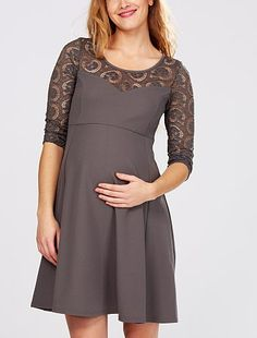 Robe patineuse de grossesse avec dentelle Grossesse 19,00€ Robe, jupe Une robe chic et sobre pour un look glamour au top ! - Robe patineuse - Maille crêpe - Manches