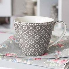 We love this mug Alba white from GreenGate, so elegant....