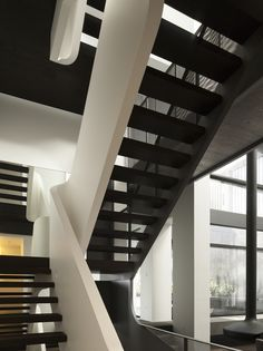 Gallery of W House / MCK Architects - 14
