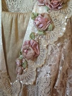 Embroidery Silk Ribbon gorgeous lace with ribbon roses Ribbon Art, Lace Ribbon, Silk Ribbon Embroidery, Embroidery Patterns, Ribbon Rose, Embroidery Supplies, Embroidery Stitches, Vintage Shabby Chic, Shabby Chic Decor